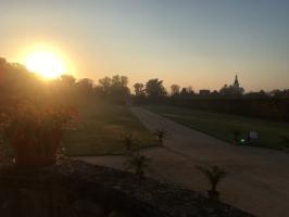 Zámecká zahrada při svítání